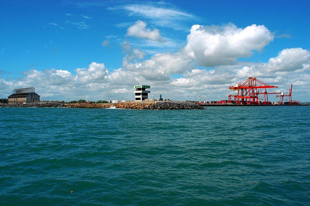 imagem do porto de Suape