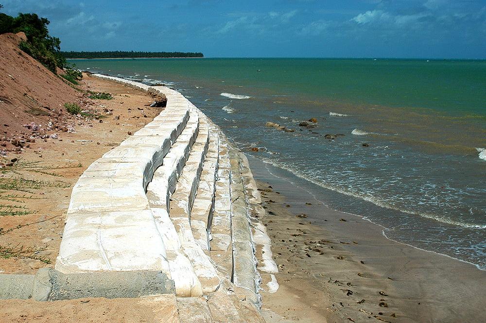 imagem de erosão no litoral