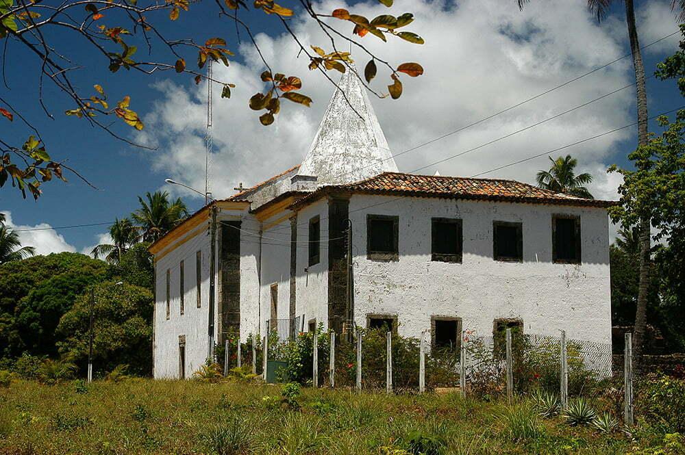 imagem de igreja no Cabo de Santo Aostinho, litoral de Pernambuco