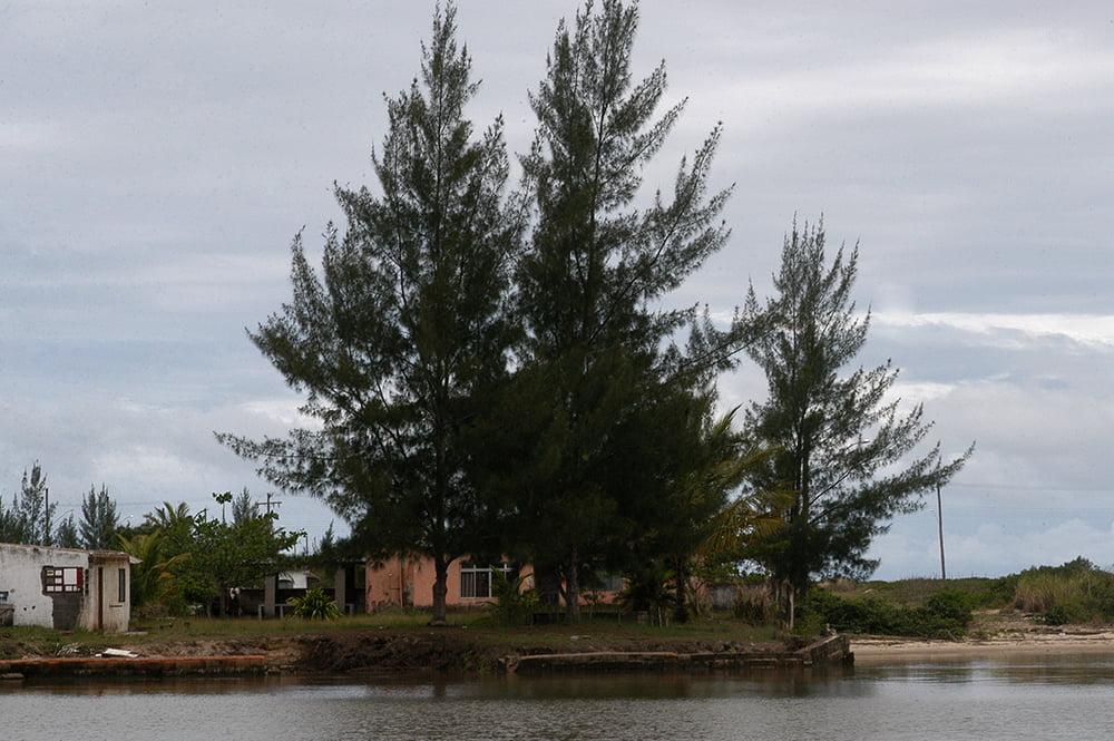 imagem de pinos no rio ribeira de iguape, Litoral centro, e sul de São Paulo