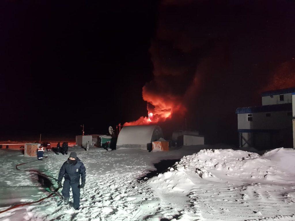 imagem de incêndio na Capitania Puerto Bahia Fildes