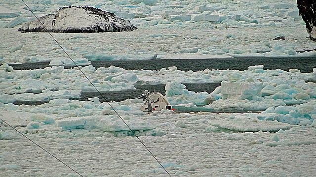imagem do mar sem fim naufragado na antártica