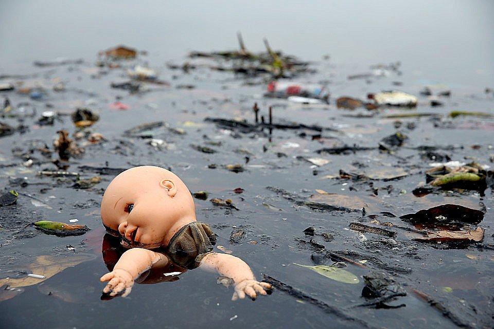 imagem de mar poluído