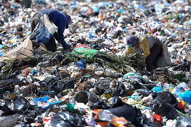 imagem de lixão a céu aberto