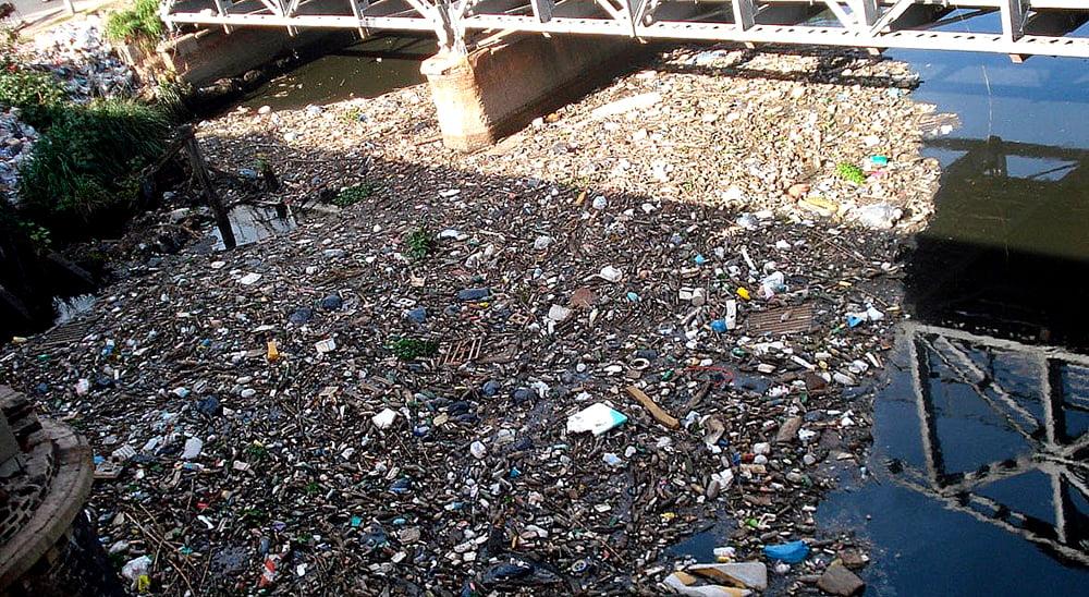imagem do rio da Prata poluído