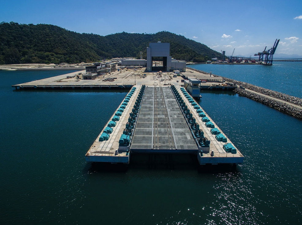 imagem de estaleiro para submarino da marinha do brasil