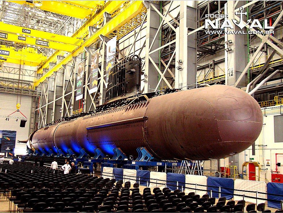 imagem do submarino riachuelo sendo construído pela marinha do brasil