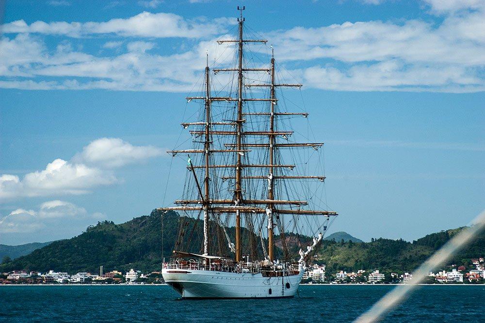 imagem do navio cisne branco