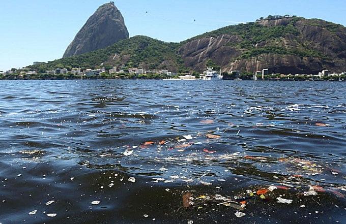 imagem de poluição na baía de guanabara no verão 2019