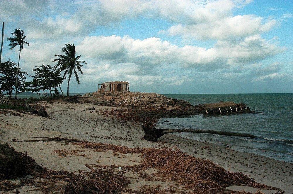 imagem da ilha da croa, Al, onde há erosão na costa