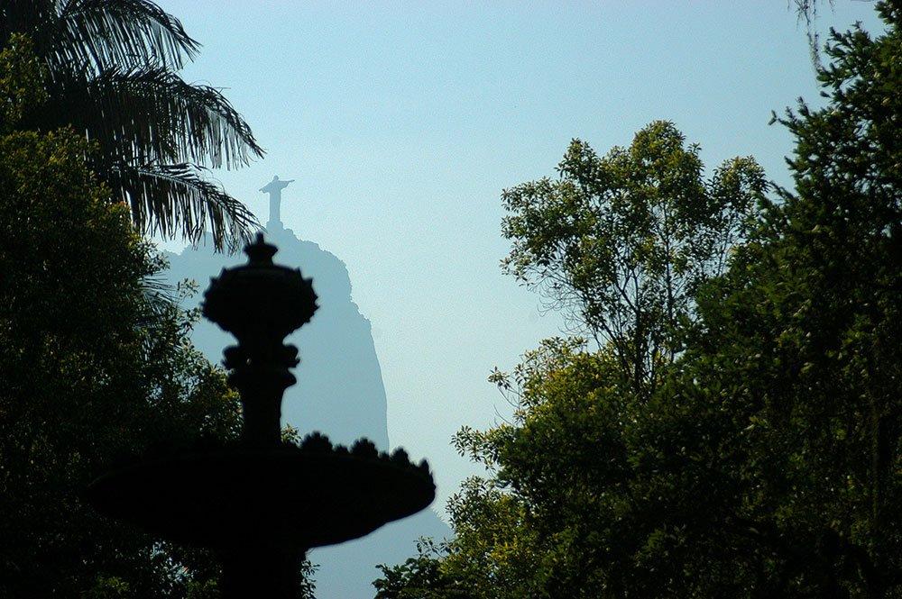 imagem do Cristo redentor a partir do Jardim Botânico.