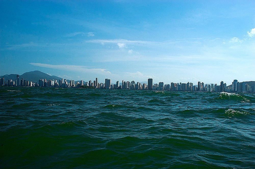 imagem da praia de Camboriú, eta catarina