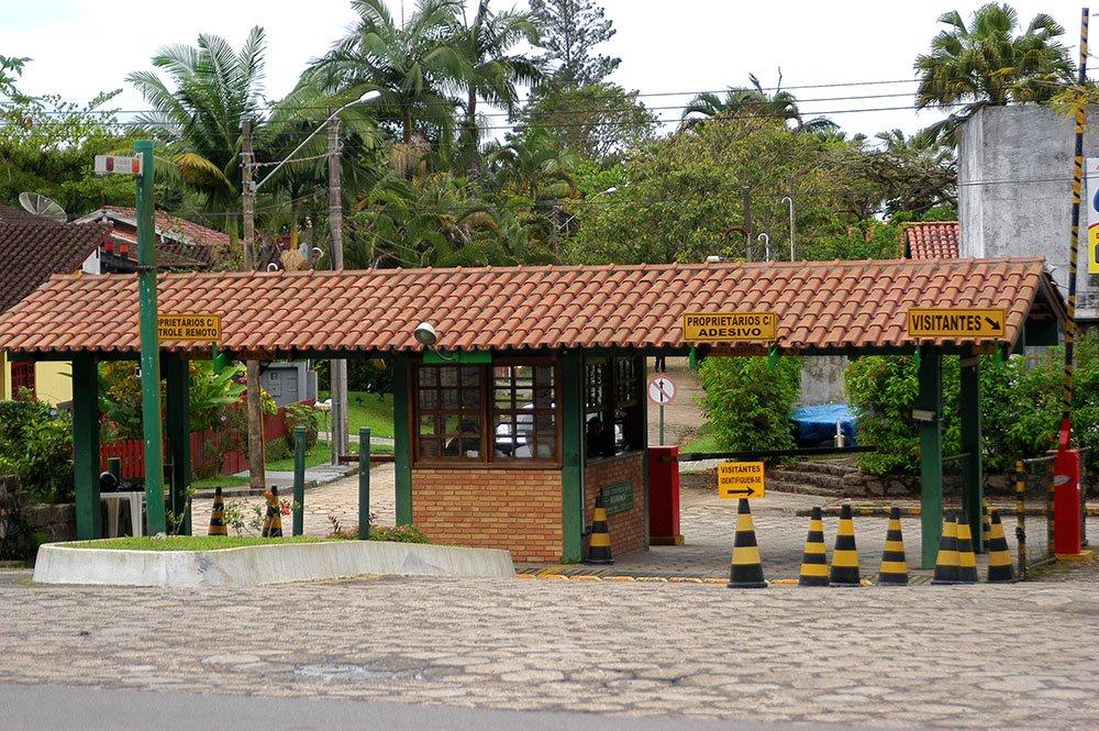 imagem de entrada de condomínio em Ubatuba