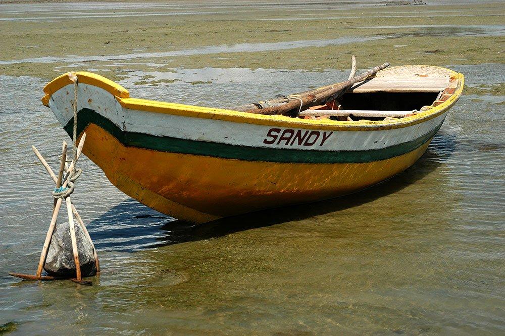 imagem de Barco típico que se preza usa fateixa como âncora.