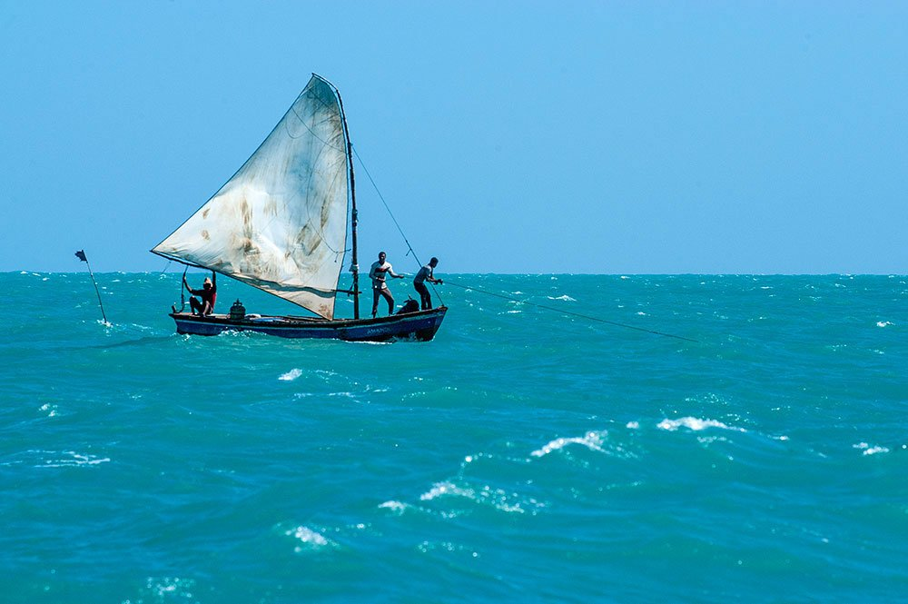 imagem de Pescadores artesanais ao largo de Luis Correia.