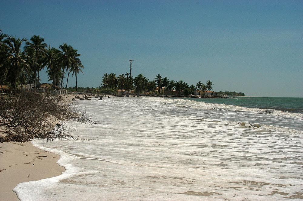 imagem de erosão em praia de sergipe