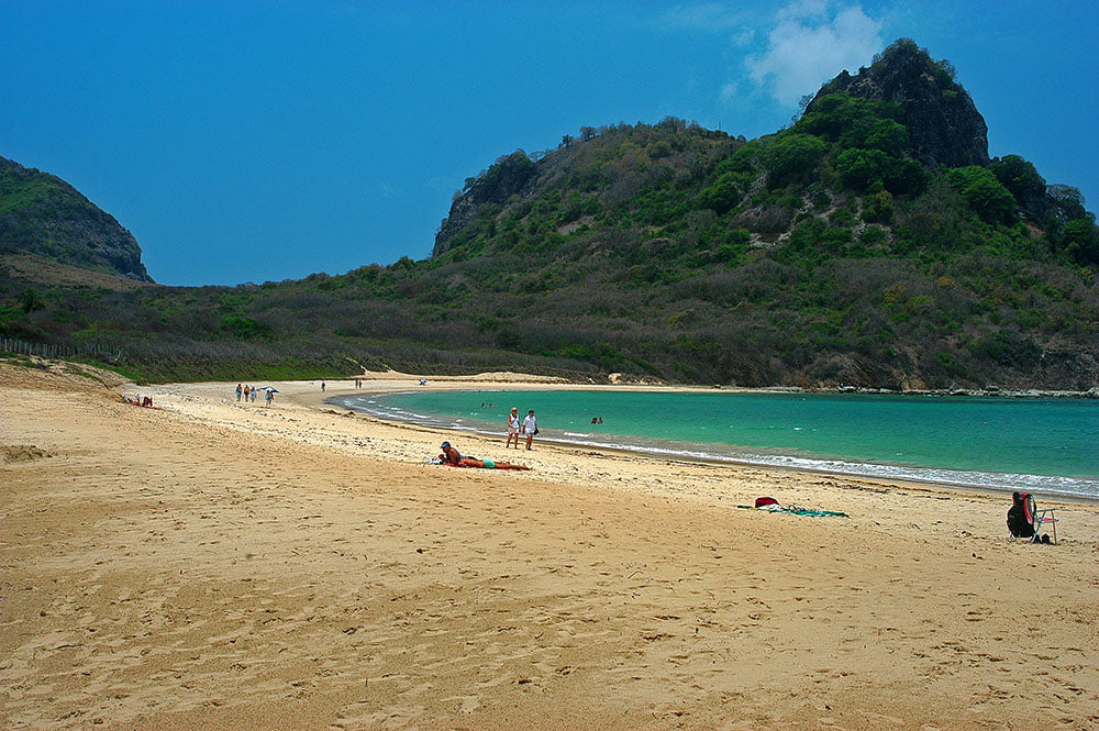 imagem da praia do Sueste em Fernando de Noronha