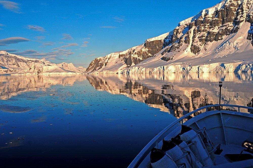 imagem de estreito na antártica
