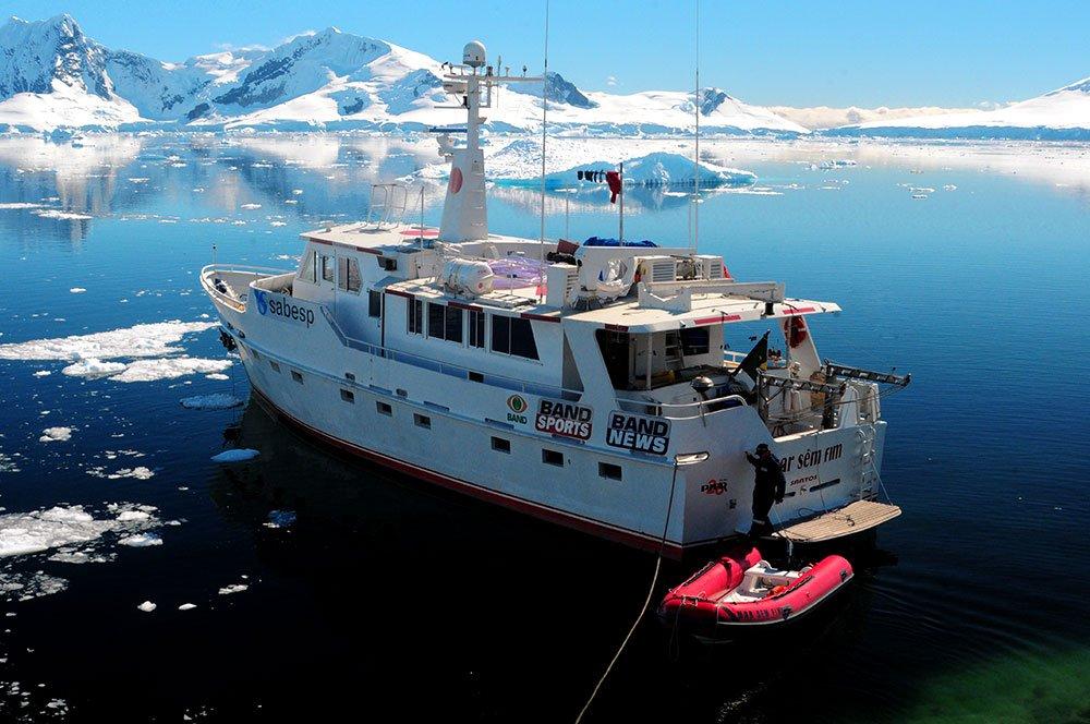 Imagem do mar sem fim na baía Brown, Antártica