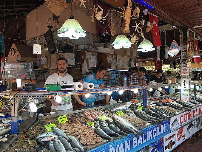 imagem de mercado de peixes