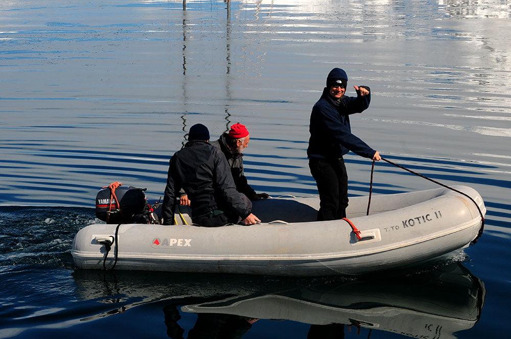 imagem de Oleg Bely no bote do Kotic II