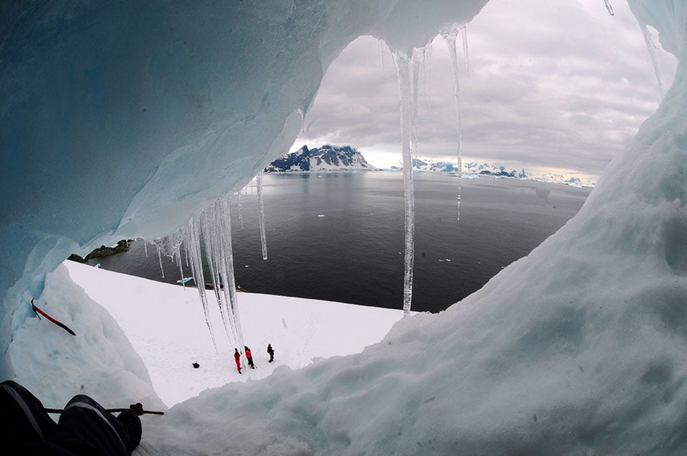 imagem da vista da toca no morro na antártica