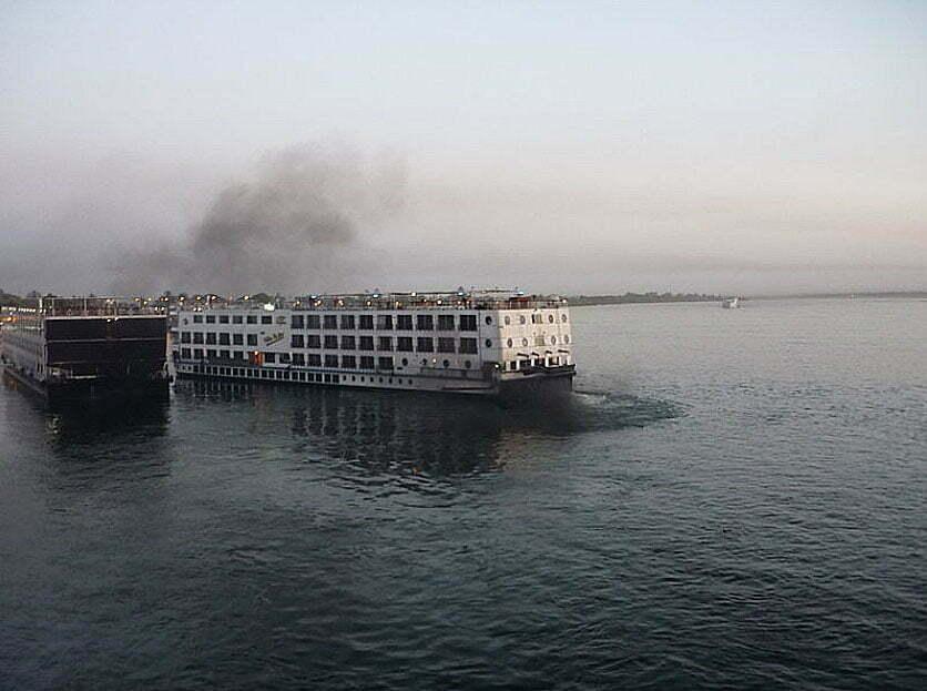 Imagem do mar com poluição atmosférica