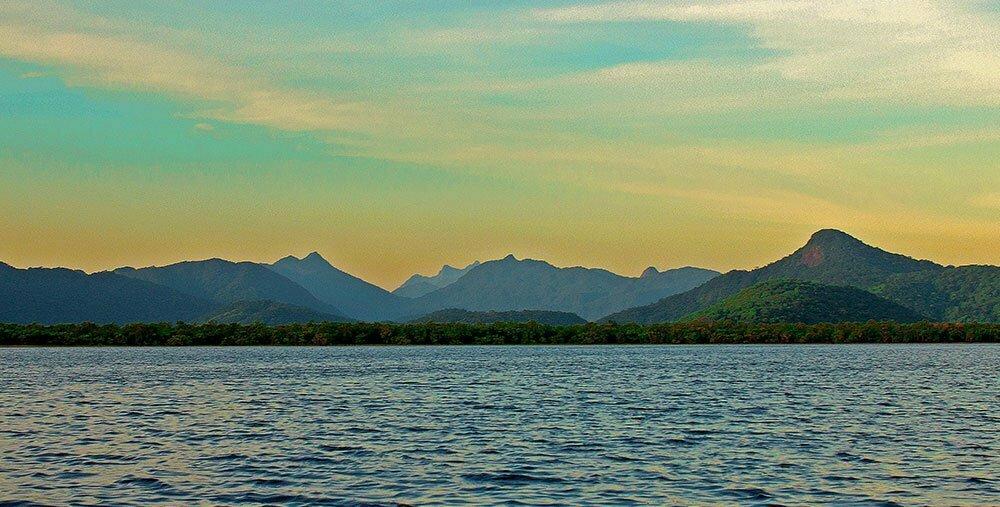 imagem da baía de Guaraquecaba, Paraná