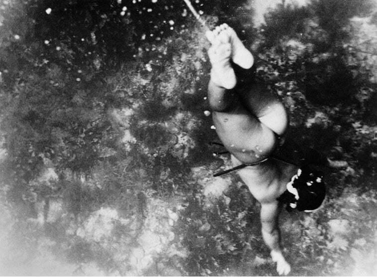 imagem de mergulhadora Ama, últimas sereias do mar japonesas