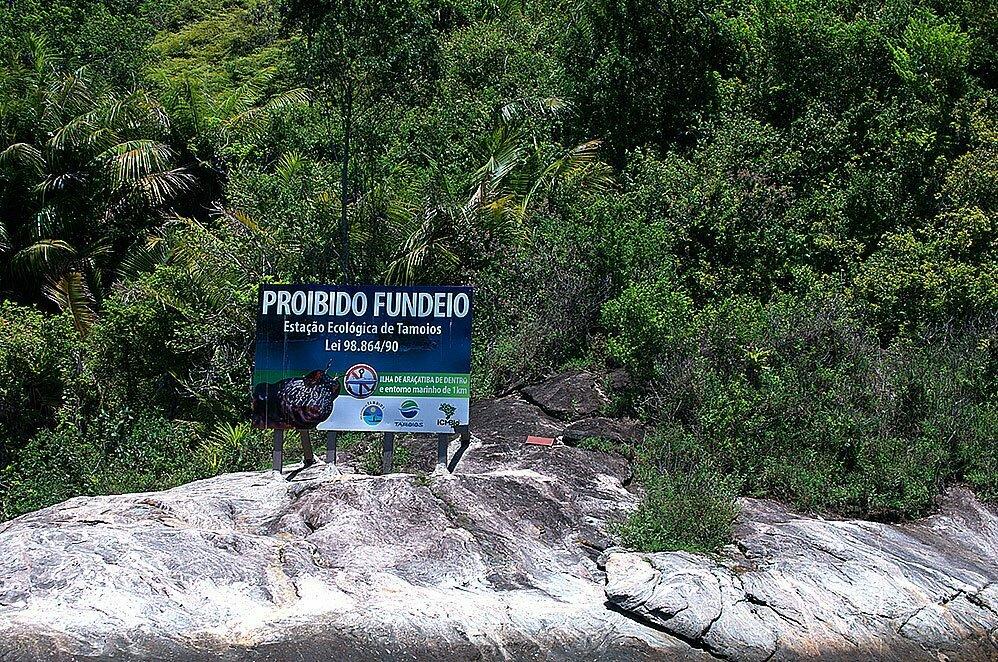 imagem de ilha protegida da esses de tamoios onde jair bolsonaro foi pego pescando