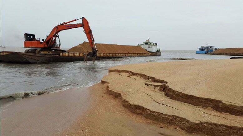 imagem de mineração de areia em praia