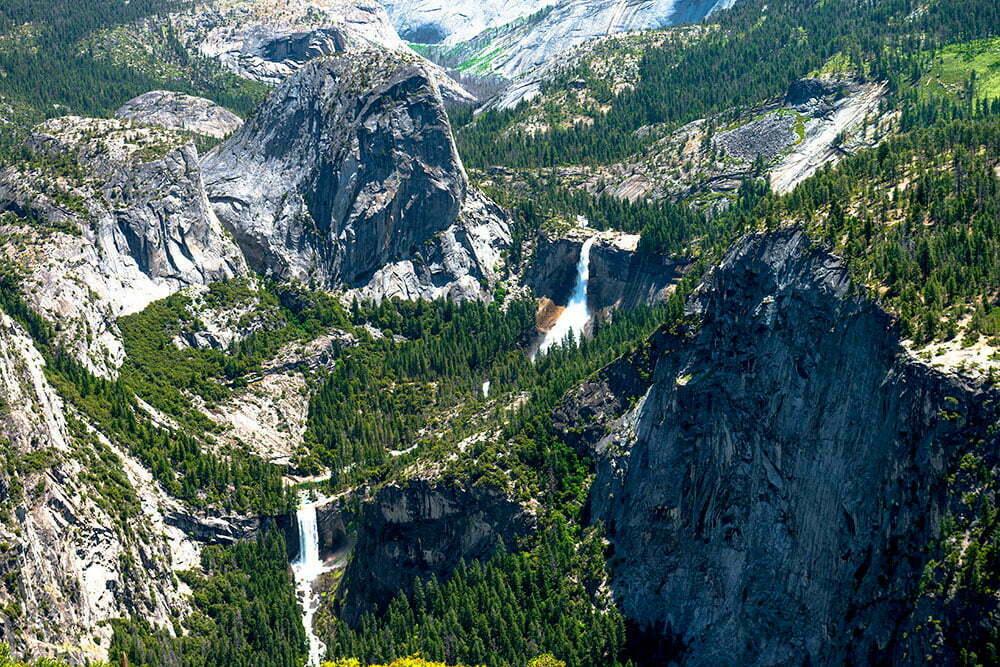 imagem de queda d'água no parque nacional de Yosemite