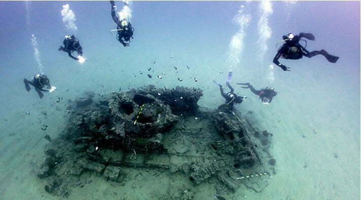 imagem de mergulhadores trabalhando em arqueologia submarina