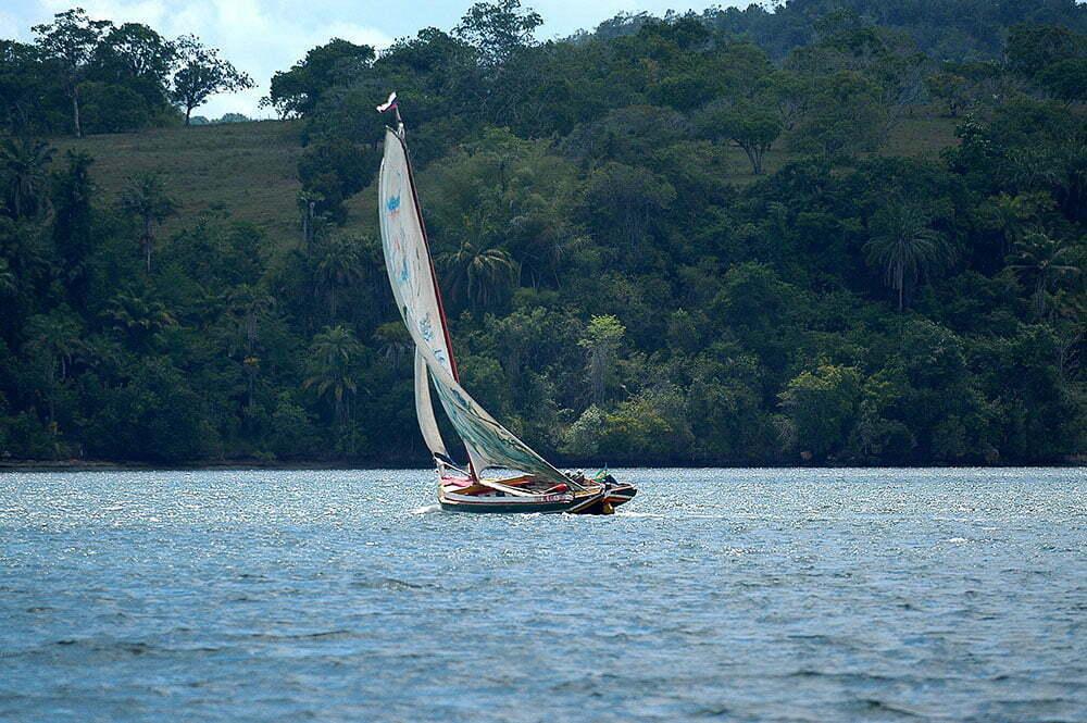 imagem de saveiro no rio paraguaçu