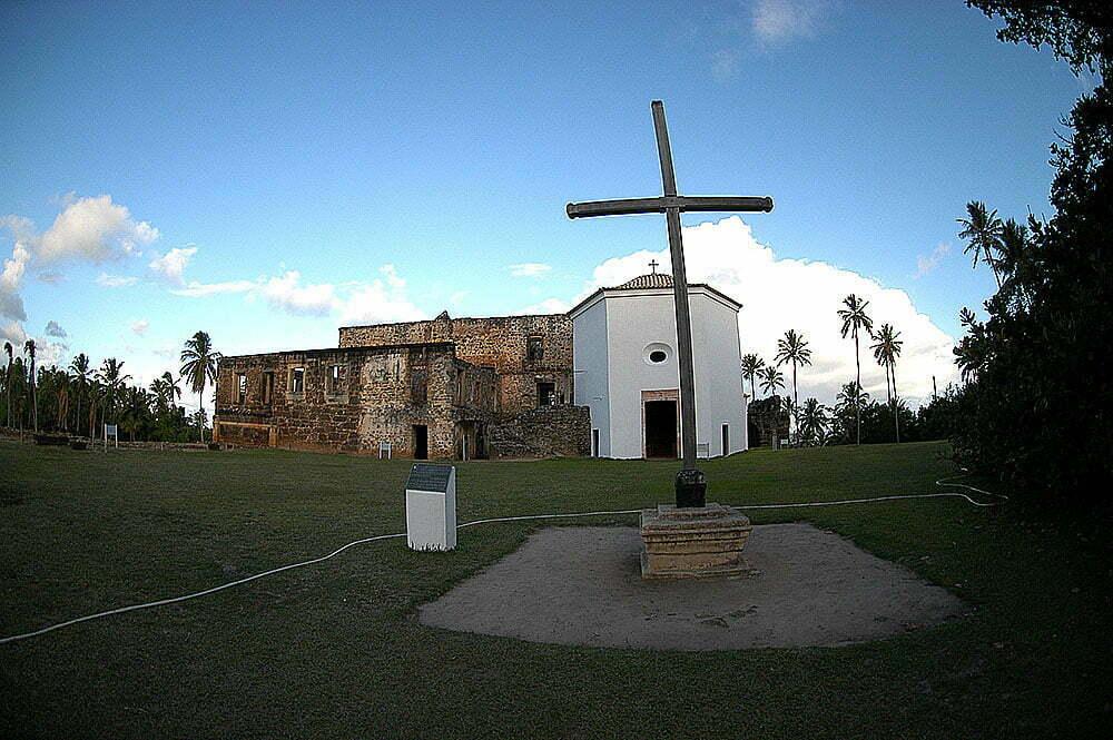 imagem do castelo de garcia d;ávila na praia do forte, bahia