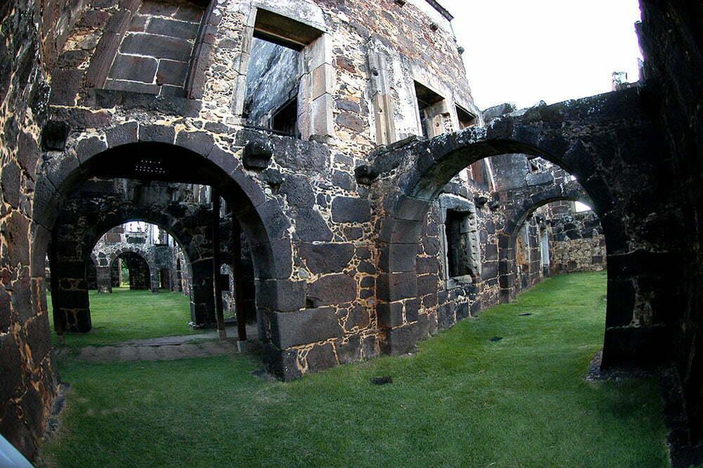 imagem do interior do castelo de garcia d'ávila