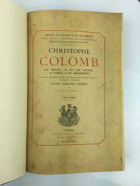 imagem do livro antigo sobre Cristophe Colomb