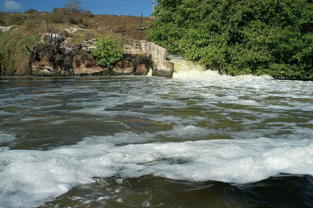 imagem de poluição de rios