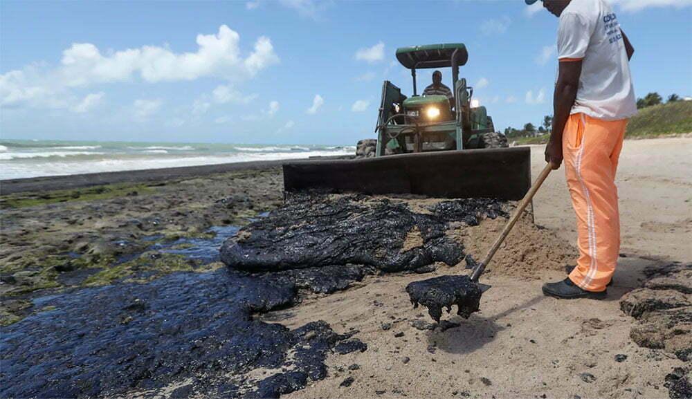 imagem de manche de óleo em praia de Coururipe