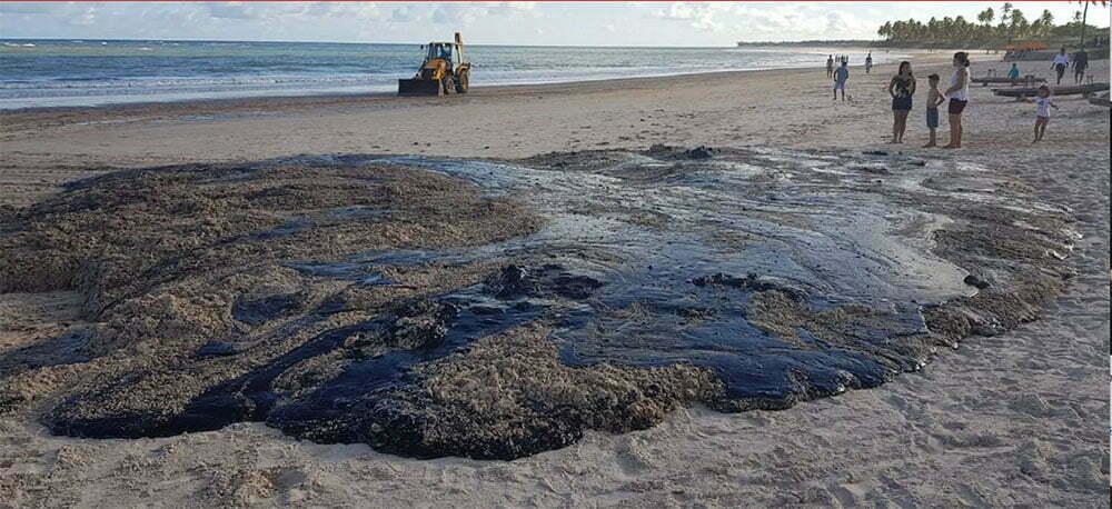 imagem de Manchas de óleo em todo o litoral do Nordeste