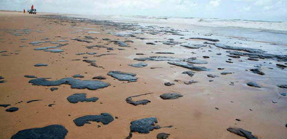 imagem de Manchas de óleo em praias do Nordeste