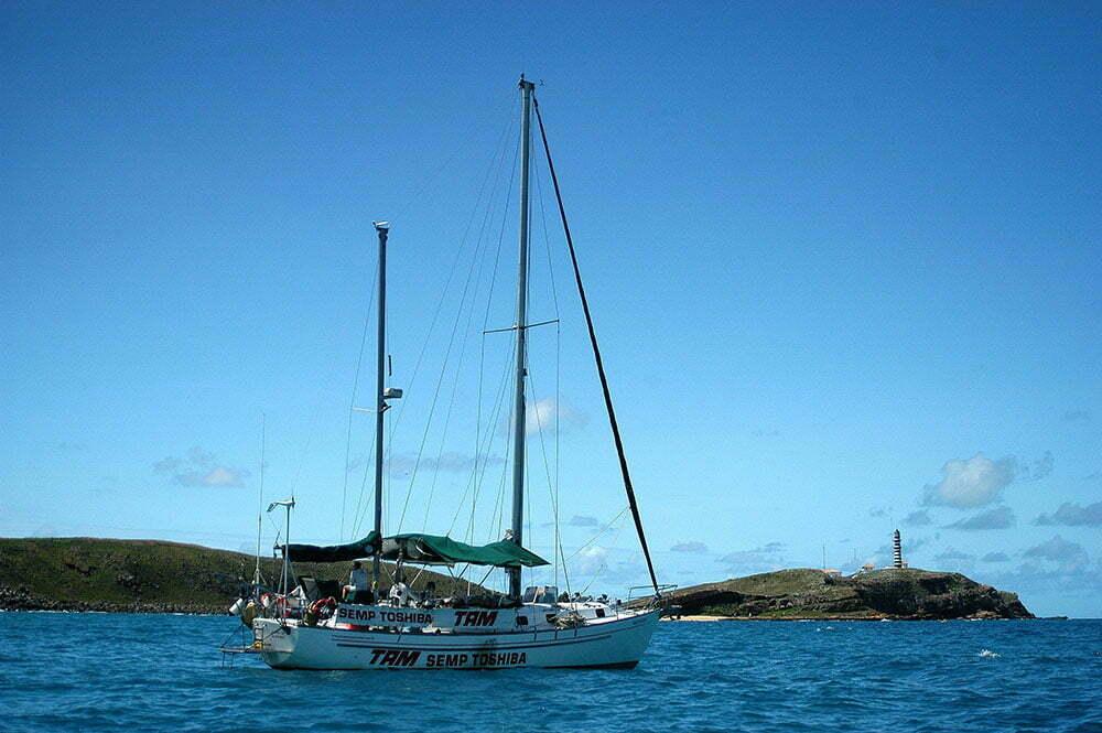 imagem do veleiro mar sem fim em Abrolhos.