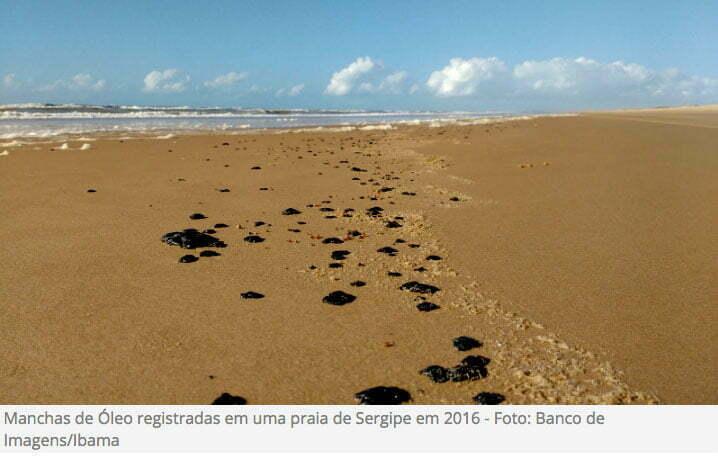 imagem de manchas de óleo no litoral do Sergipe