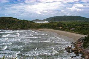 imagem da praia de fora na ilha do mel