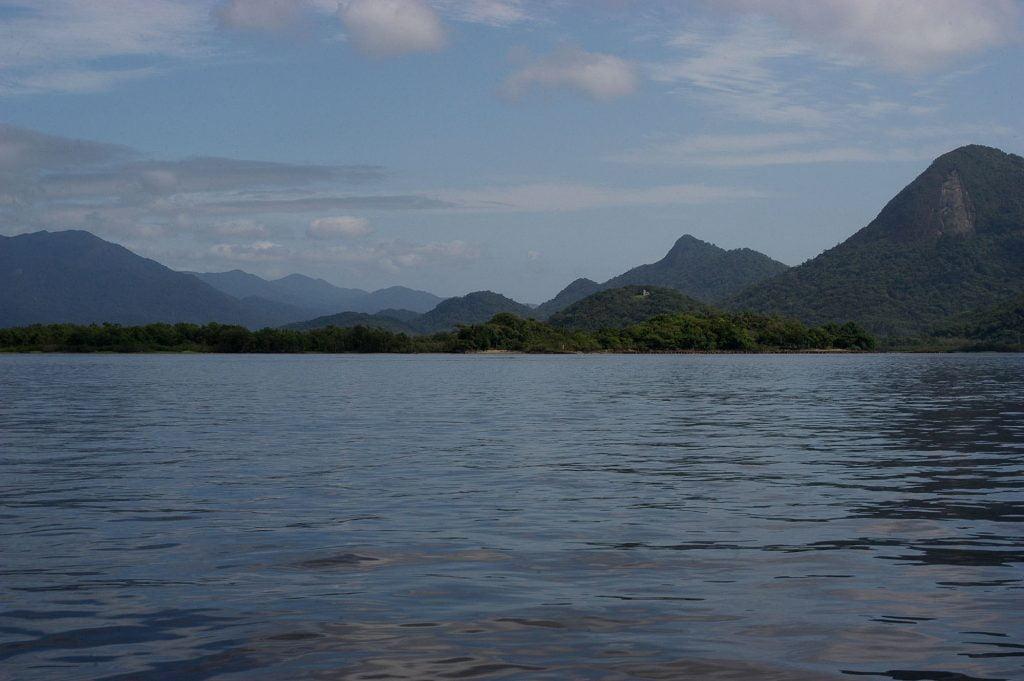 imagem da baía de Guaratuba