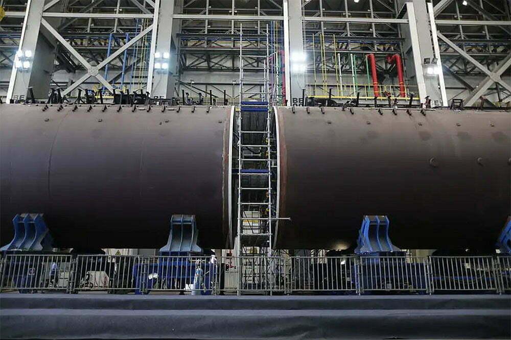 imagem da junção do submarino Humaitá no estaleiro
