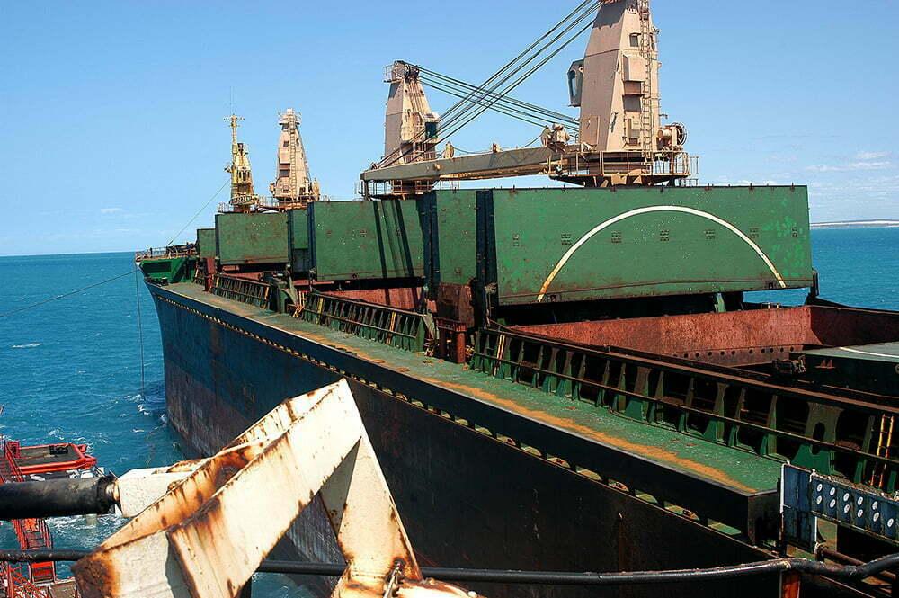 imagem de navio atracando no porto ilha, rio grande do norte