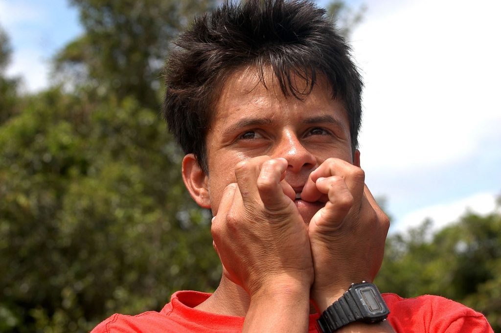imagem de nativo piando em Guaratuba