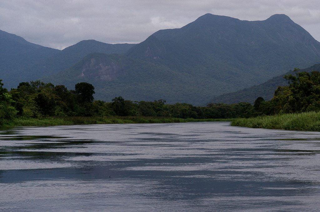imagem de rio na baía de Guaratuba