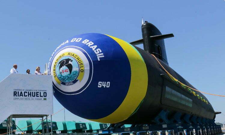 imagem do submarino Riachuelo ainda no seco